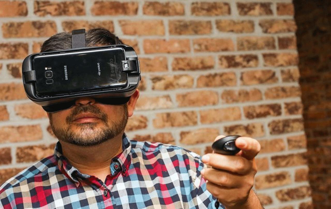 Samsung Gear VR Samsung gearvr yang dilengkapidenganremote